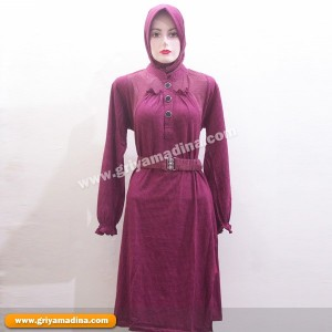 Baju Muslim Atasan Bahan Kaos &#8211; Koleksi 13 sold out <div style='clear: both;'></div> </div> <div class='post-footer'> <div class='hreview'> <span class='item'> <span class='fn'>baju muslim bahan kaos</span> </span> Reviewed by <span class='reviewer'>kevin memez</span> Rating: <span class='rating'>4.5</span> </div> <div class='post-footer-line post-footer-line-1'><span class='post-author vcard'> Posted by <span class='fn'> <a href='https://plus.google.com/114059950658054701185' rel='author' title='author profile'> kevin memez </a> </span> </span> <span class='post-timestamp'> at <a class='timestamp-link' href='http://fotogambarbajumuslim.blogspot.com/2012/11/baju-muslim-bahan-kaos.html' rel='bookmark' title='permanent link'><abbr class='published' title='2012-11-14T04:56:00-08:00'>4:56 AM</abbr></a> </span> <span class='post-comment-link'> </span> <span class='post-icons'> <span class='item-control blog-admin pid-894879777'> <a href='http://www.blogger.com/post-edit.g?blogID=173725853747085569&postID=6115052031516046825&from=pencil' title='Edit Post'> <img alt='' class='icon-action' height='18' src='http://img2.blogblog.com/img/icon18_edit_allbkg.gif' width='18'/> </a> </span> </span> <div class='post-share-buttons goog-inline-block'> <a class='goog-inline-block share-button sb-email' href='http://www.blogger.com/share-post.g?blogID=173725853747085569&postID=6115052031516046825&target=email' target='_blank' title='Email This'><span class='share-button-link-text'>Email This</span></a><a class='goog-inline-block share-button sb-blog' href='http://www.blogger.com/share-post.g?blogID=173725853747085569&postID=6115052031516046825&target=blog' onclick='window.open(this.href,